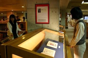 開催場所は図書館4階展示会場です。