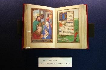 『ヨーロッパ中世写本ファクシミリより 写本挿絵に見る 東方3博士(マギ)の礼拝図』開催中です。