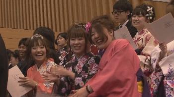 卒業生の袴姿は華やかで綺麗でした!!