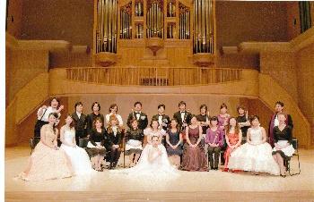 写真は昨年開催された『音楽の花束』出演者一同