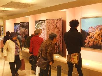織作峰子先生の写真展も開催中です!!