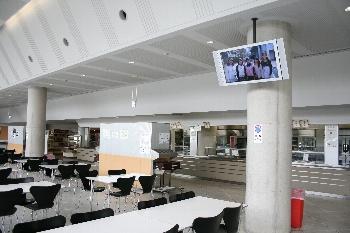 第二食堂には3台、第一食堂には4台のモニターが設置されました!!