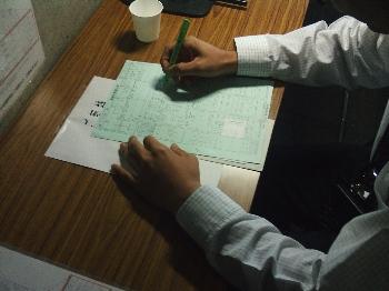 問診表を書く手も少し震えています!!