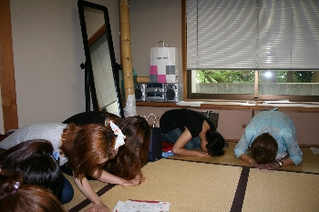礼に始まって礼に終わる、日本の心ですね!