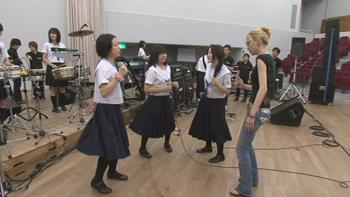 歌のレッスンだけでなく、ステージパフォーマンスの指導もありますよ!!