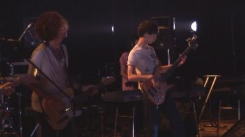 ギターの山村くんも華麗なギターソロを魅せてくれました!!