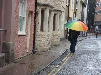 雨の街並みも雰囲気がありますね
