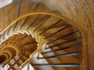 この螺旋階段ともお別れ。