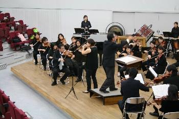 指揮者の隣で演奏しているのが久斗さん♪♪