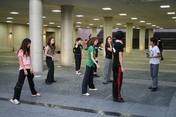 ダンスをする学生…やっぱりカッコいいですね!!