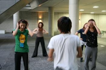 ダンスをする学生・・・カッコいいですね!!