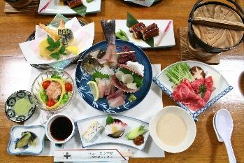 夕食3000円コースの料理!!他にも1500円、2000円コースがあります!!