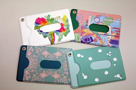 44ab1885a35097 どの作品も、大阪芸大をイメージしてデザインされたもの。 芸大のアート溢れる雰囲気が伝わってきますねー!! パスケース ...
